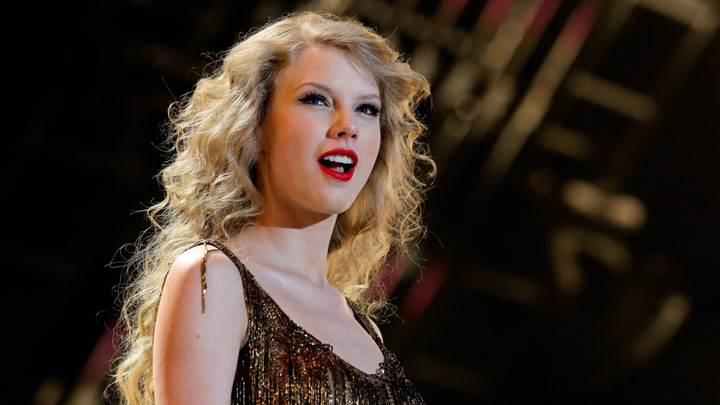 Taylor Swift Red Lips N Open Mouth Photoshoot At Stage